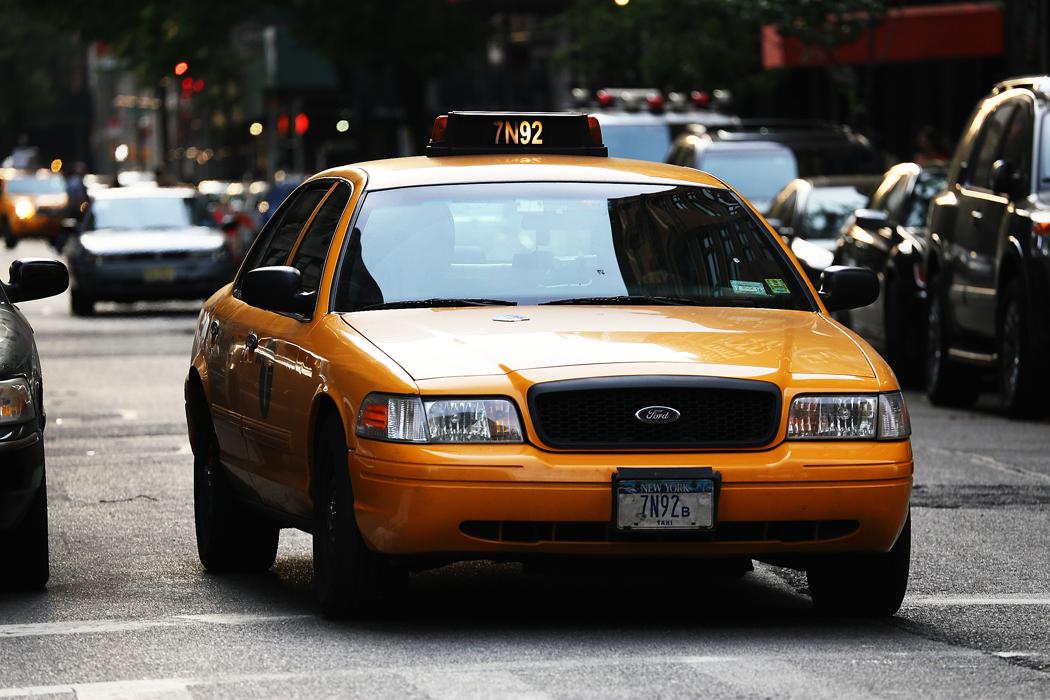 En gammal Ford-NYC-taxi som snart faller för tidens tand.