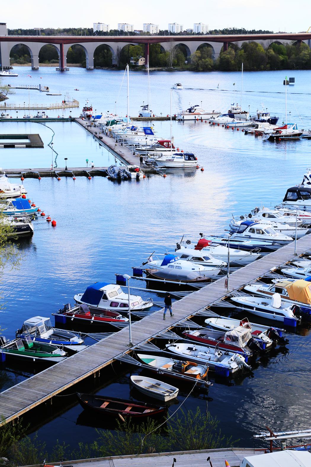 Småbåtshamnen på Södersidan mitt emot Liljeholmen.