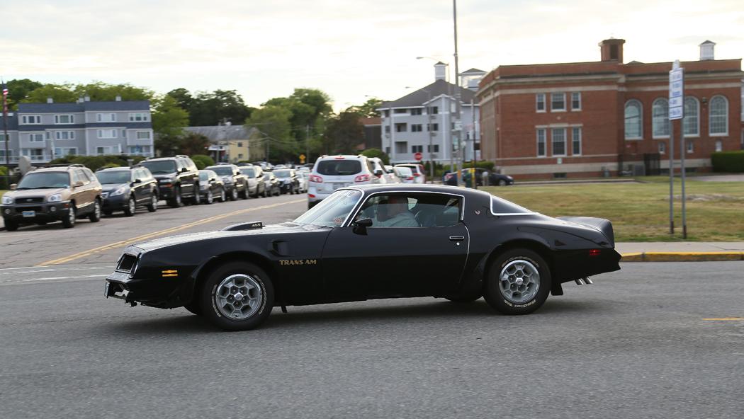 En prima gammal Pontiac i Nassagarrett, Rhode Island.