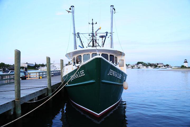 Fiskebåt i hamnen i Hyannis, Cape Cod.