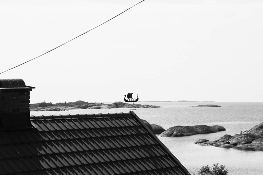 Taket på tillsyningsmannens stuga på Björkskär.