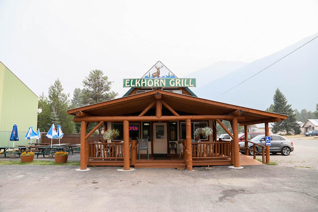Elkhorn Grill, Hungry Horse, erbjuder bra och billiga burgare.