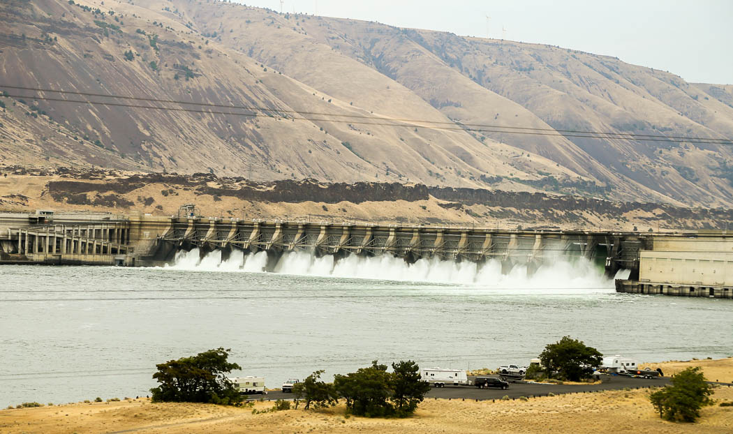 En av flera kraftverk i Colorado River ned mot Stilla Havskusten.