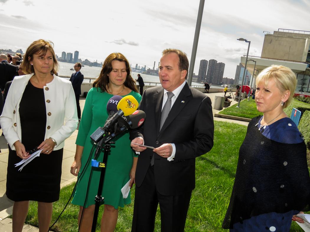 Statsminister Löfven med sina ministrar håller presskonferens på FN-området på lördagen.