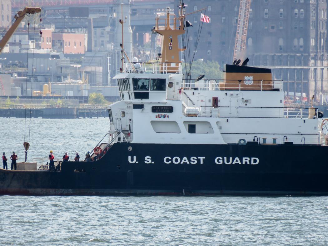 Polis och kustbevakning hårdpatrullerar East River medan toppmötena i FN pågår.