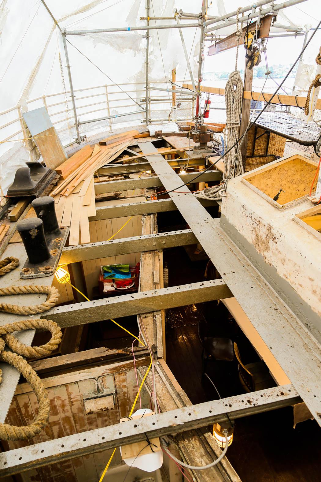 Ombord på ett gammalt fyrskepp, Swiftcurrent, som håller på att renoveras.