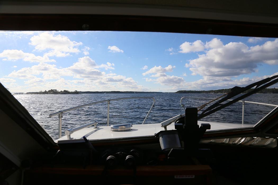 På gång över Kanholmsfjärden.