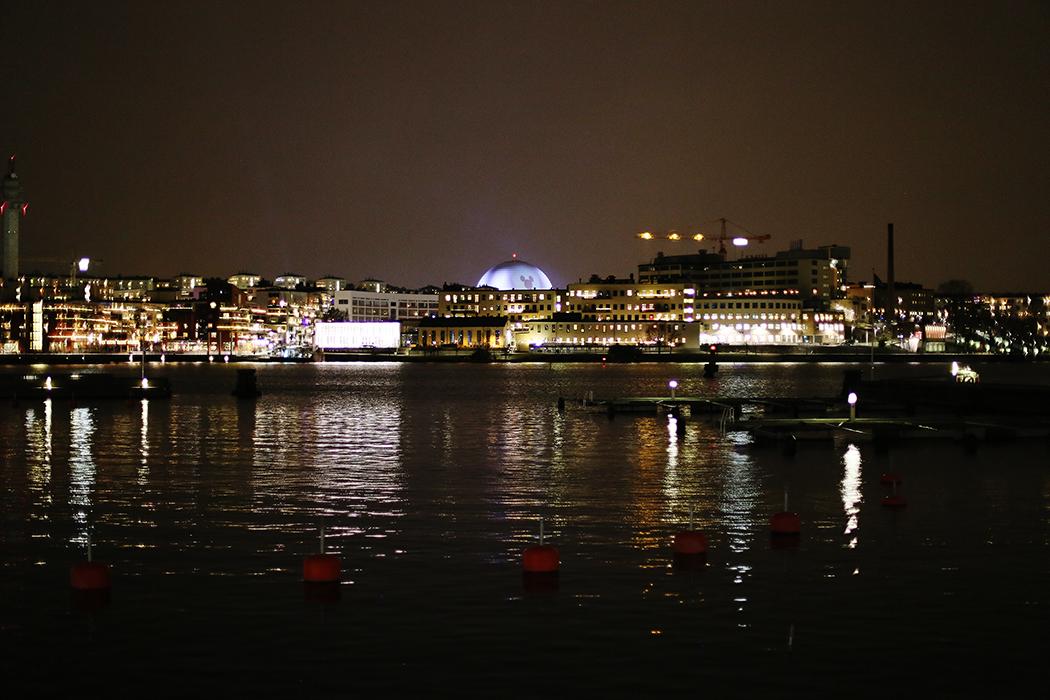 Hammarby Sjöstad i kvällsmörkret, 27 december 2015.