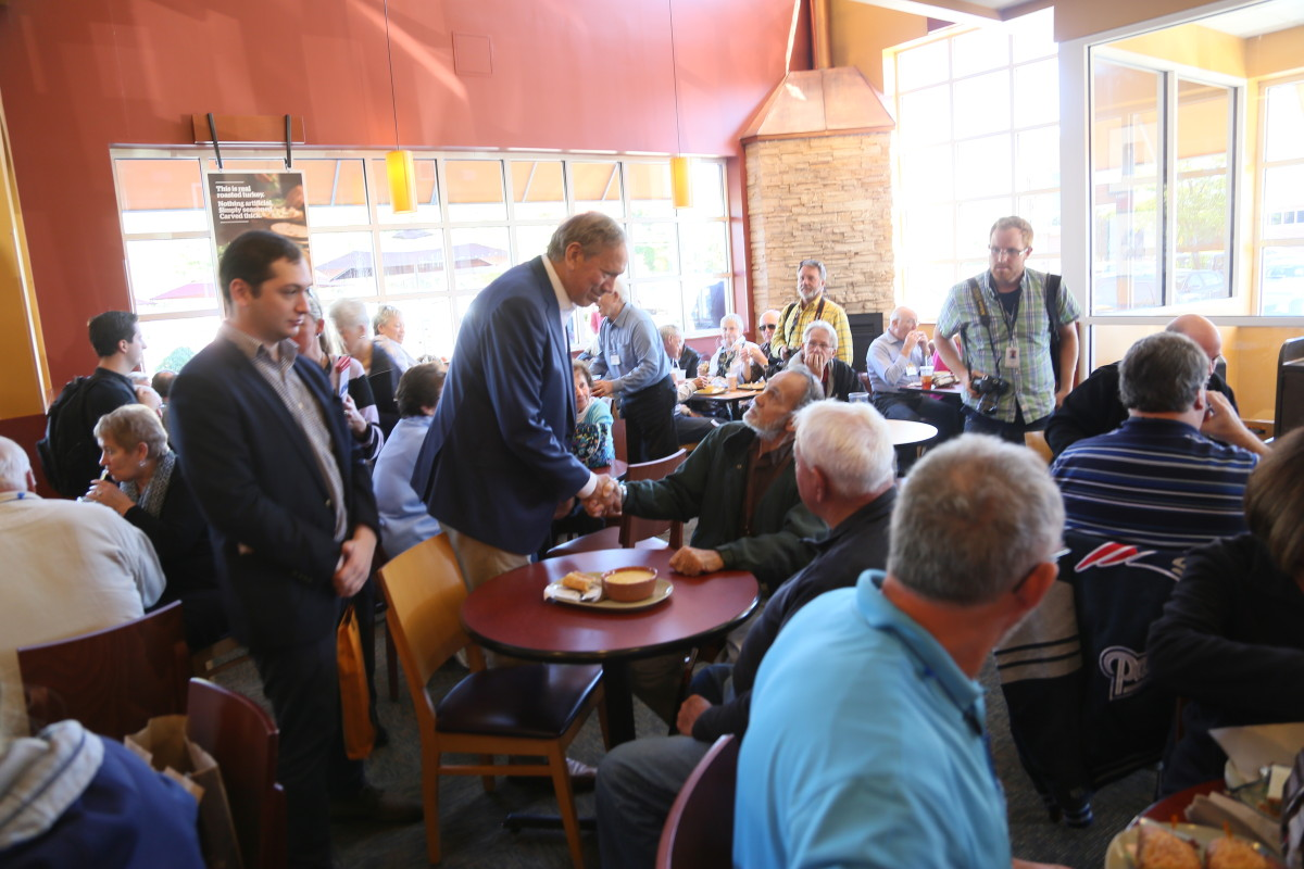 Presidentkandidaten och New Yorks förre guvernör George Pataki kämpar med att värva röster i New Hampshire. Foto: Erik Bergin
