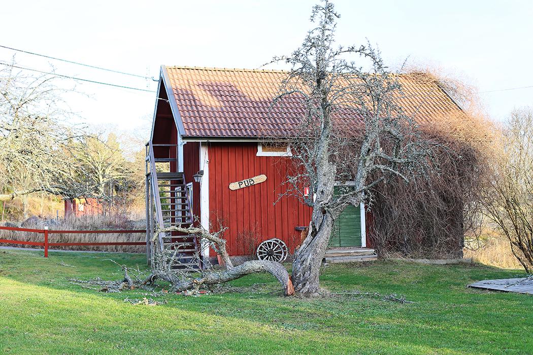 Tyrislöt, St Annas skärgård, Östergötland, på juldagen. Puben är stängd.