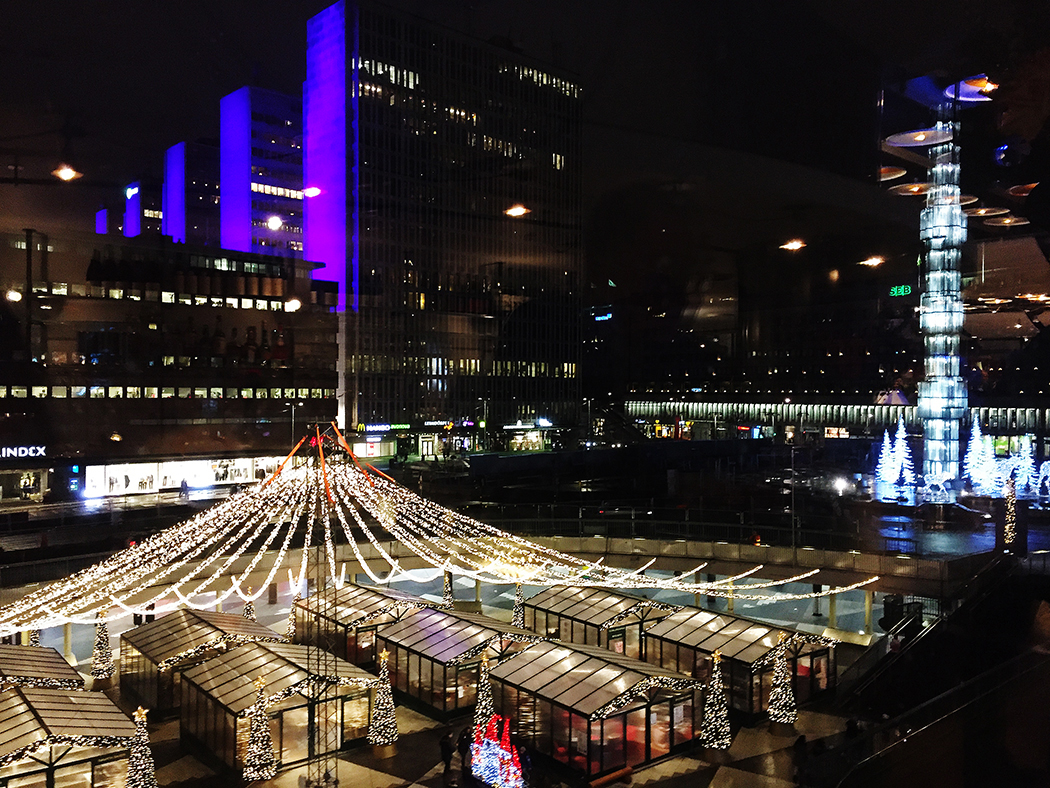 Utsikt över Sergels torg från Kulturhuset lördag kväll.