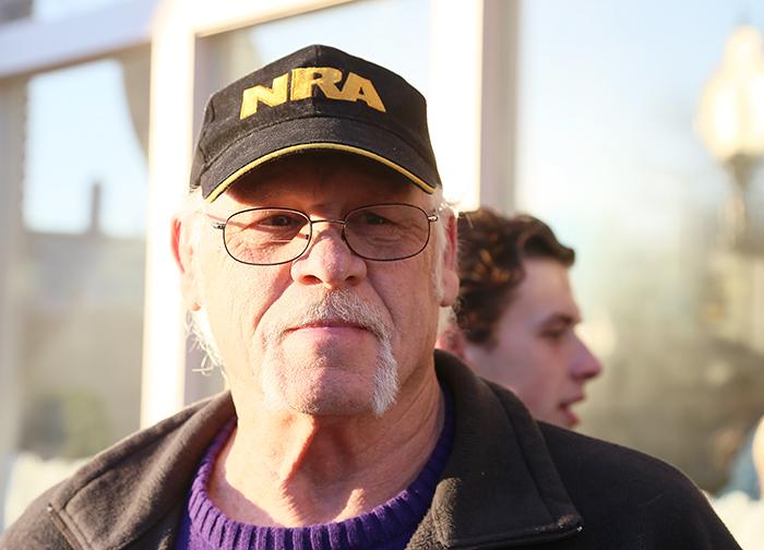 Larry Williams har just bestämt sig för att stödja Chris Christie efter att ha hört honom prata i Burlington, östra Iowa, på fredagen. Foto: Erik Bergin