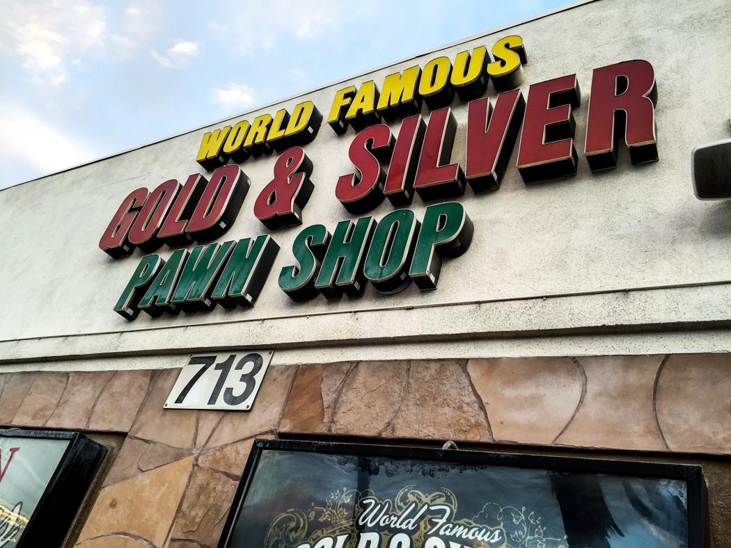 Gold & Silver Pawnshop, som blivit berömd efter att History Channel gjort en realityserie om pantbanken. Läs mer: http://gspawn.com/ och http://www.history.com/shows/pawn-stars