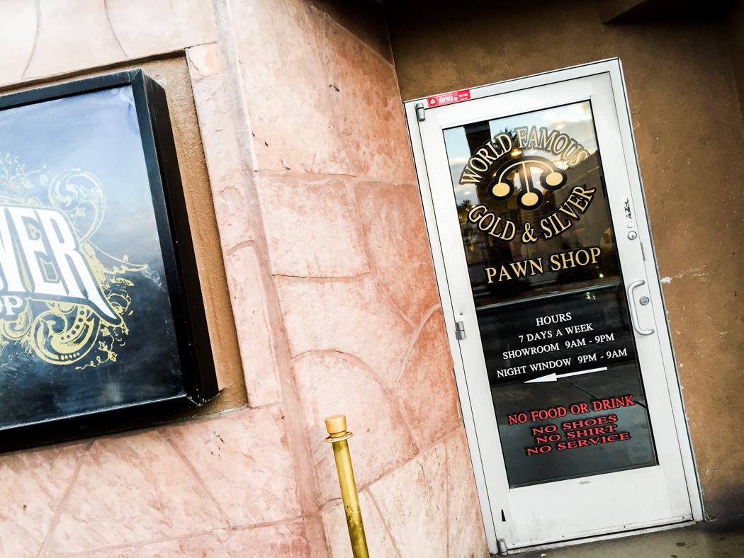 Ingången till Gold & Silver Pawnshop, som blivit berömd efter att History Channel gjort en realityserie om pantbanken. Läs mer: http://gspawn.com/ och http://www.history.com/shows/pawn-stars