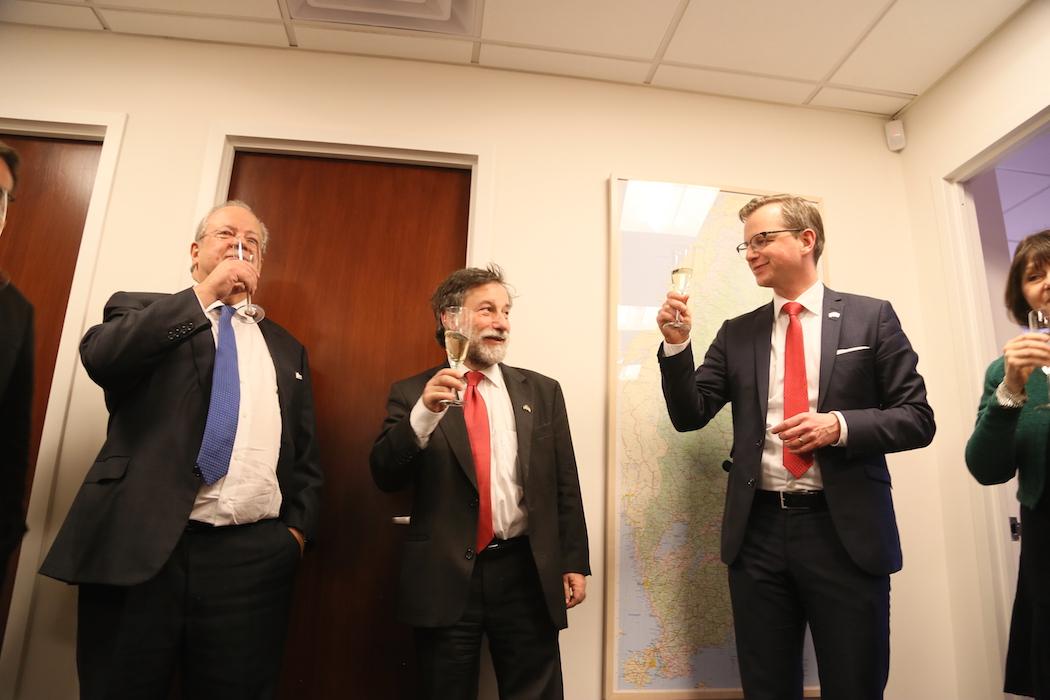 Avgående honorärkonsuln David Dangoor, tillträdande generalkonsuln Leif Pagrotsky och näringsminister Mikael Damberg.