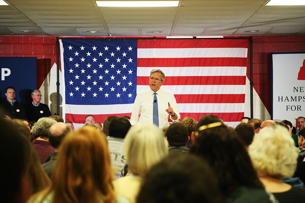 Floridas ex-guvernör Jeb Bush håller möte med väljare på söndagen. Foto: Erik Bergin