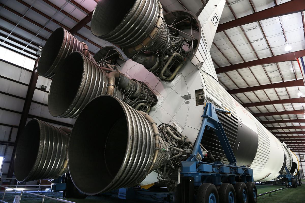 Saturn V.