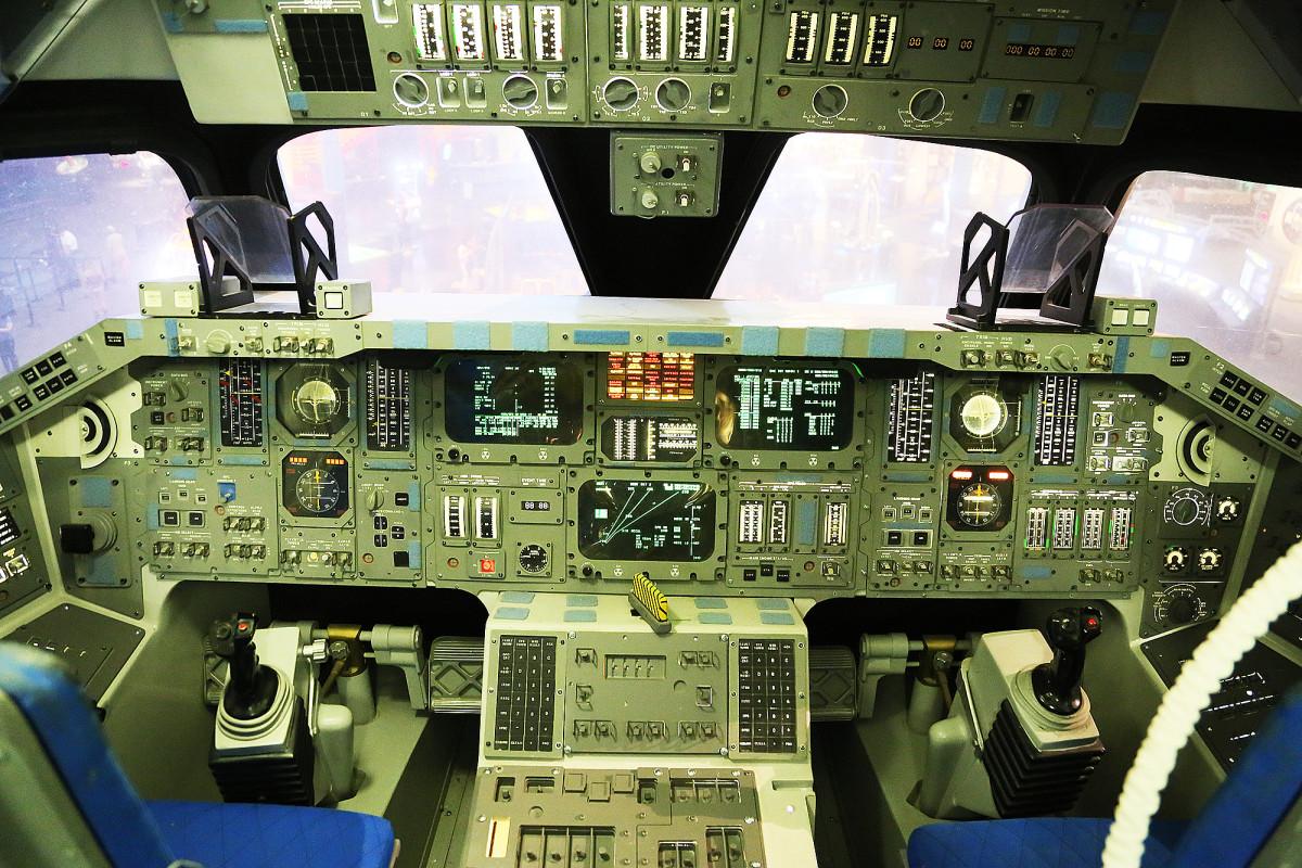 Cockpit i en rymdfärja.