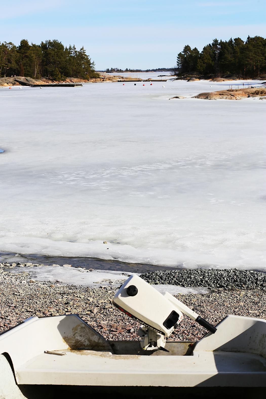 Viken ligger i is i mars månad. Foto: Erik Bergin