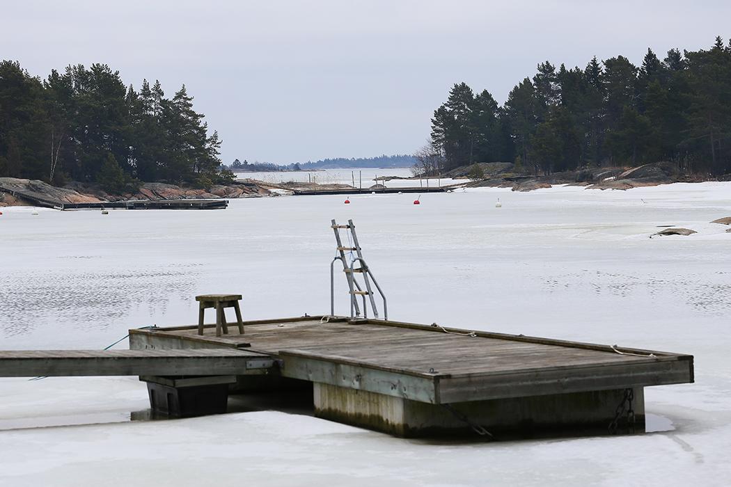 Långt till sommaren vid Gräsö den 25 mars.