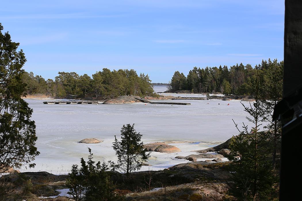 Viken försänkt i is. Foto: Erik Bergin