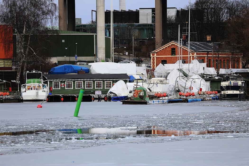 Isslask vid slussen nedanför Skanstull. Foto: Erik Bergin