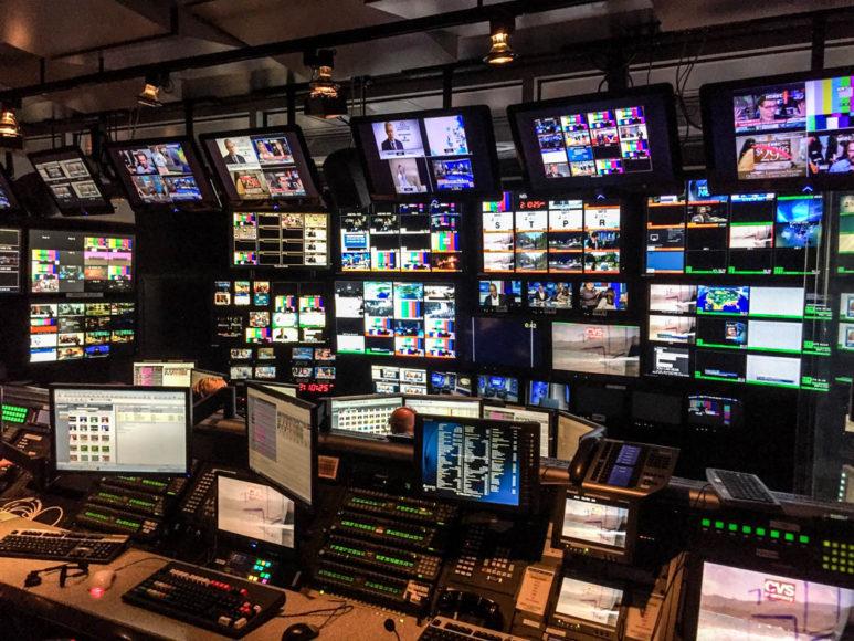 Kontrollrummet varifrån sändningen produceras. Den ligger en våning upp från studion. Foto: Erik Bergin