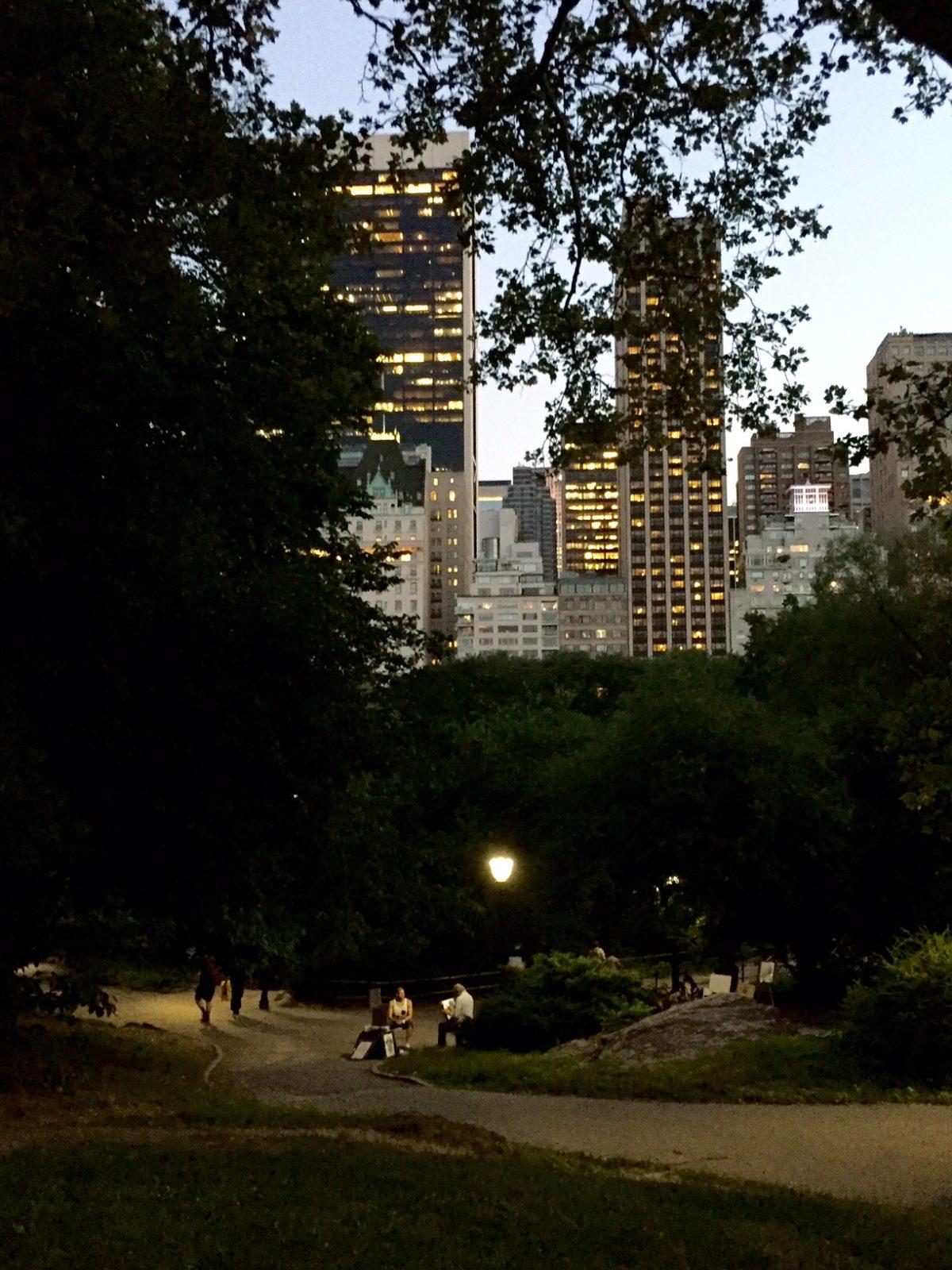 Skymningen faller över Central Park.