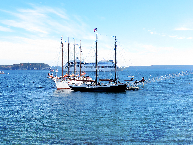 Fartyg för ankar utanför Bar Harbor, Maine. Foto: Erik Bergin