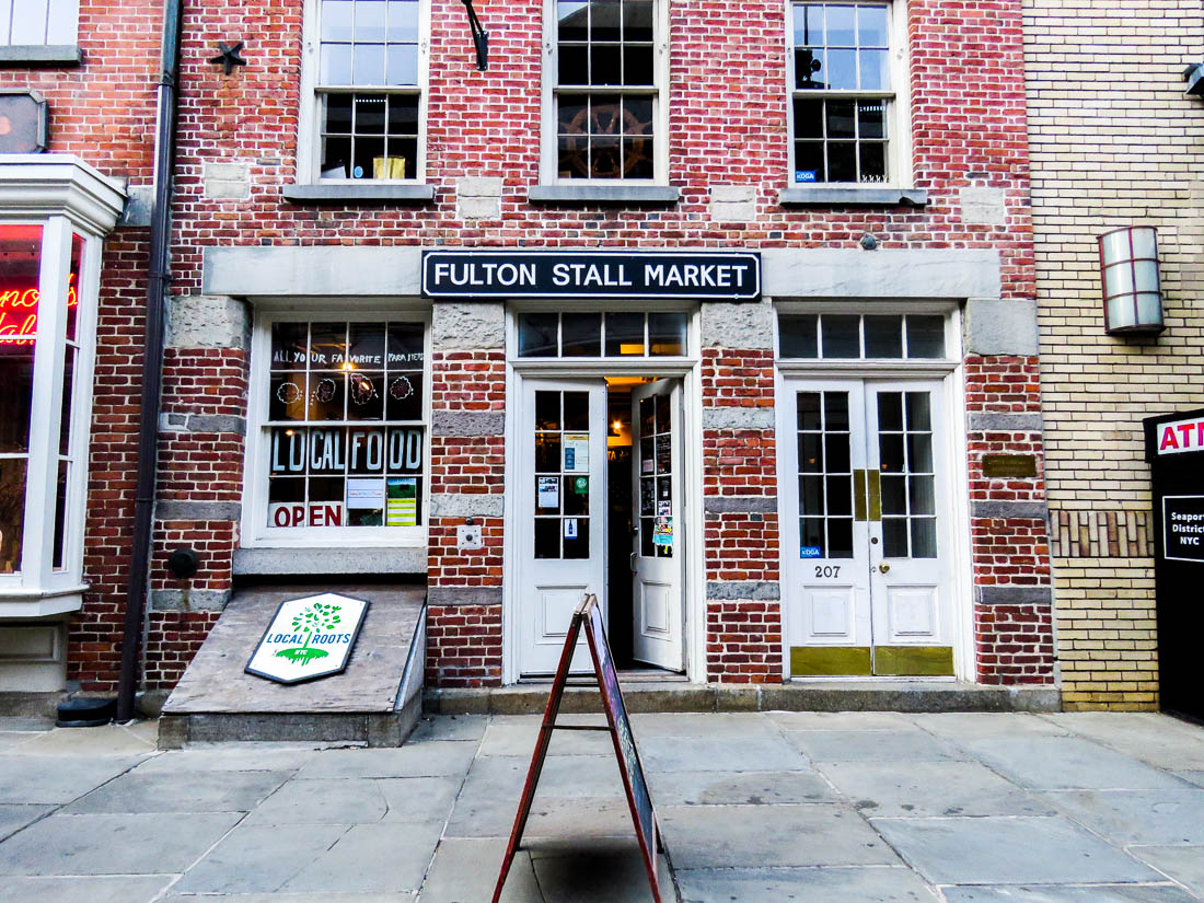 Restauranger, affärer och barer har slagit upp portarna i det tidigare öde Old Seaport mellan Water Street och South Street.